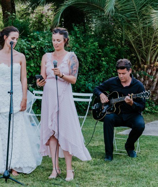 Musiciens qui accompagnent la mariée pour une chanson