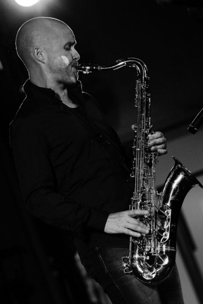 Le Saxophoniste lors d'une soirée événementielle d'entreprise à Monaco. Le groupe de Musique Jazz en action lors d'une soirée d'entreprise (Comité d'entreprise)