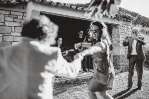 Les invités dansent pendant le vin d'honneur, groupe Jazz Cocktail à Toulon, Var