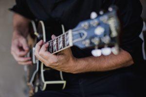 Gros plan Guitariste Jazz cocktail, événement Cannes Nice Cote D'Azur
