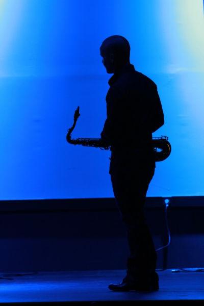Le Saxophoniste du groupe pour l'animation musicale du vin d'honneur de votre mariage à Avignon