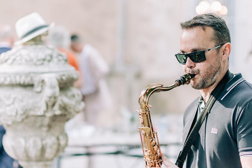 Le saxophoniste du groupe de musique Jazz Lors d'un mariage dans la Drôme à Valence