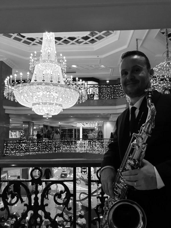 Le saxophoniste et les musiciens lors d'une soirée d'entreprise à Monaco
